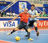 Fussball  International  FIFA  FUTSAL WM 2008   09.10.2008 Vorrunde Gruppe D Spain - Uruguay Spanien - Uruguay JAVI RODRIGUEZ (li, ESP) gegen SEBA (URU)
