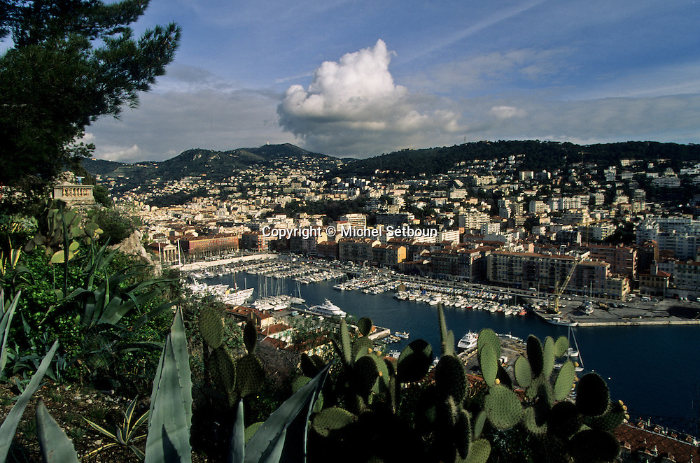 France. Nice. the harbour      / le port  Nice  france   / R00115/    L1737  /  P102864