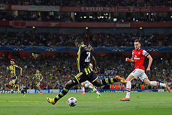 27.08.2013, Emirates Stadion, London, ENG, UEFA CL Qualifikation, FC Arsenal vs Fenerbahce Istanbul, Rueckspiel, im Bild Fernerbache's Emmanuel Emenike takes a shot at goal during the UEFA Champions League Qualifier second leg match between FC Arsenal and Fenerbahce Istanbul at the Emirates Stadium, United Kingdom on 2013/08/27. EXPA Pictures © 2013, PhotoCredit: EXPA/ Mitchell Gunn<br /> <br /> ***** ATTENTION - OUT OF GBR *****