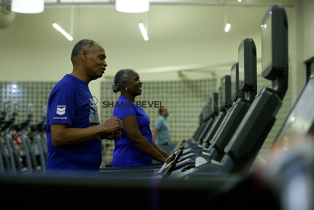 11/8/17 7:37:23 PM --  Charles and Shonda at Healthzone at SFHS. <br /> <br /> Photo by Shane Bevel