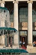 Bowling Green, Brunnen, Portal Kurhaus, Wiesbaden, Hessen, Deutschland.|.Bowling Green, fountain, Kurhaus, Wiesbaden, Hessen, Germany