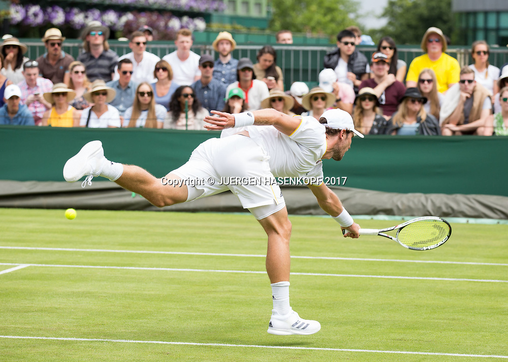 MISCHA ZVEREV (GER) wird passiert ,Passierschlag,<br /> <br /> Tennis - Wimbledon 2016 - Grand Slam ITF / ATP / WTA -  AELTC - London -  - Great Britain  - 4 July 2017.