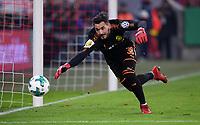 Fussball  DFB Pokal  Achtelfinale  2017/2018   FC Bayern Muenchen - Borussia Dortmund        20.12.2017 Torwart Roman Buerki (Borussia Dortmund)