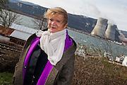 Chaine humaine pour sortir du nucleaire de Lyon a Avignon le long de la nationale 7 en présence d'Eva Joly,jose bove,philippe poutou et dominique voynet