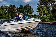 BREUKELEN  loosdrechtseplassen zomer in nederland varen speedboot hitte droogte warm ROBIN UTRECHT