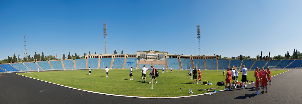 BAKU, AZERBAIJAN - Thursday, June 4, 2009: Wales players training at the Tofig Bahramov Stadium ahead of the 2010 FIFA World Cup Qualifying Group 4 match against Azerbaijan. (Pic by David Rawcliffe/Propaganda)
