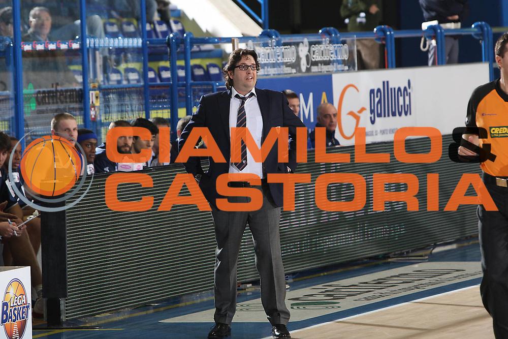 DESCRIZIONE : Porto San Giorgio Lega A 2010-11 Fabi Montegranaro Bennet Cantu <br /> GIOCATORE : Andrea Trinchieri<br /> SQUADRA : Bennet Cantu <br /> EVENTO : Campionato Lega A 2010-2011<br /> GARA : Fabi Montegranaro Bennet Cantu<br /> DATA : 11/12/2010<br /> CATEGORIA : coach<br /> SPORT : Pallacanestro<br /> AUTORE : Agenzia Ciamillo-Castoria/C.De Massis<br /> Galleria : Lega Basket A 2010-2011<br /> Fotonotizia : Porto San Giorgio Lega A 2010-11 Fabi Montegranaro Bennet Cantu <br /> Predefinita :