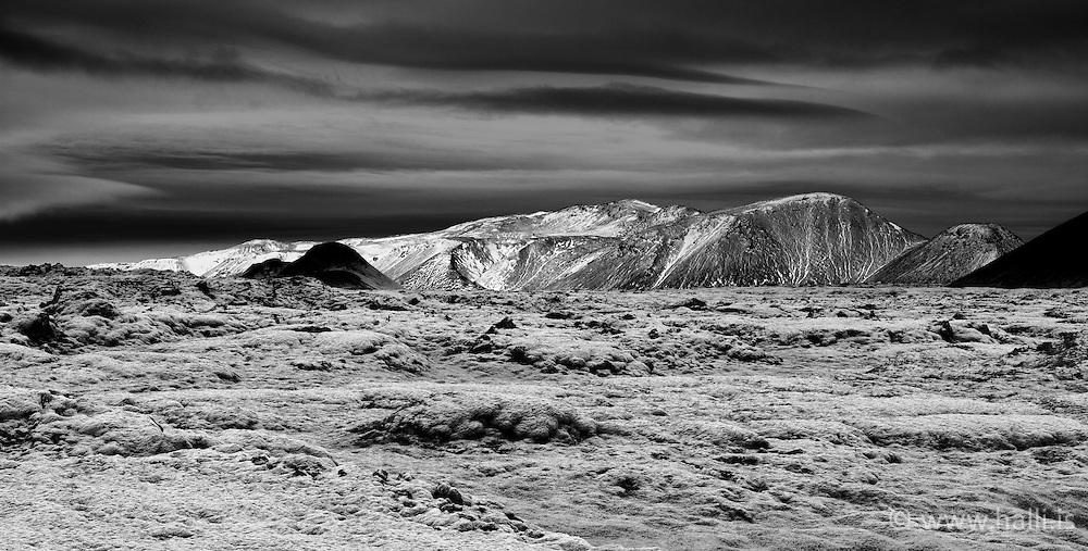 Mountain scenery from Hellisheidi, south Iceland - Fjallasýn frá Hellisheiði