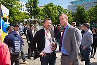 DEU, Deutschland, Germany, Berlin, 23.05.2019: Dr. Jan-Marco Luczak (MdB, CDU) und Stefan Evers, Generalsekretär der Berliner CDU, bei einer Verteilaktion an einem Wahlkampfstand der CDU auf dem Wittenbergplatz anlässlich der bevorstehenden Europawahl.