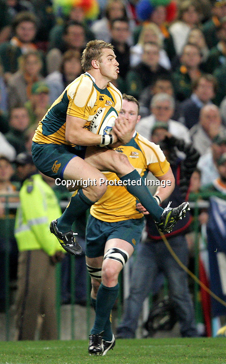 Drew Mitchell claims the high ball during the first 2009 tri-nations test match between South Africa and Australia held on the 8 August 2009 at Newlands Stadium in Cape Town, South Africa..Photo by RG/www.sportzpics.net.+27 (0) 21 785 6814