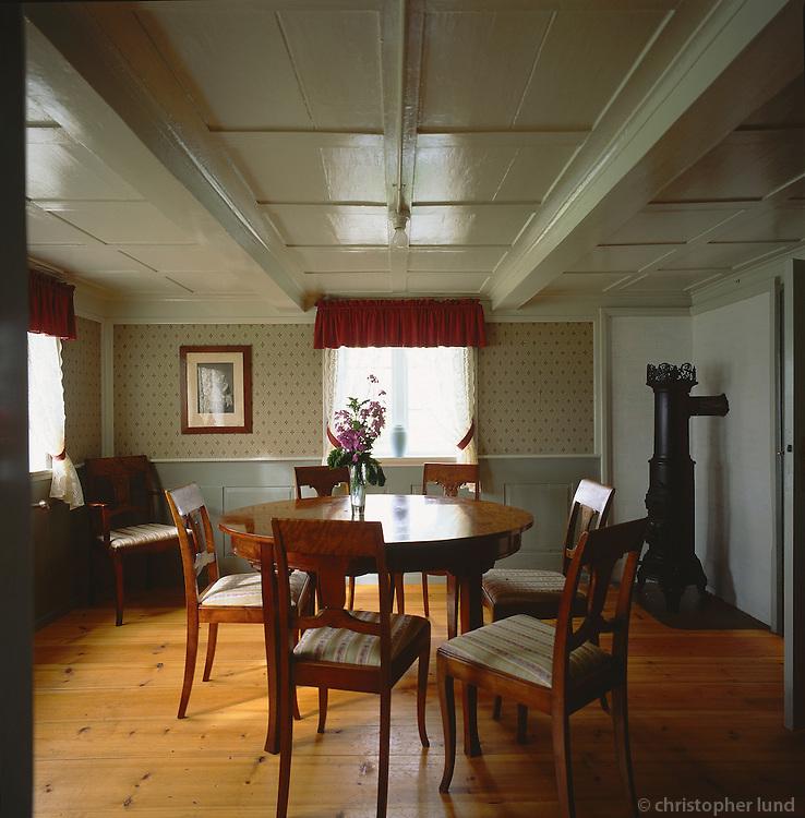 Living room in the old farm at Vigur in &Iacute;safjar&eth;ardj&uacute;p. S&uacute;&eth;av&iacute;kurhreppur. Stofan &iacute; gamla b&aelig;num &aacute; Vigur &iacute; &Iacute;safjar&eth;ardj&uacute;pi. S&uacute;&eth;av&iacute;kurhreppur.<br />