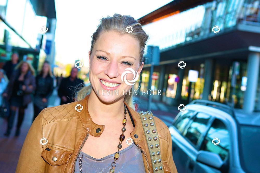 AMSTELVEEN - De rode loper bij de premiere van Purper Helden.  Met op de foto Daphne Flint. FOTO LEVIN DEN BOER - PERSFOTO.NU