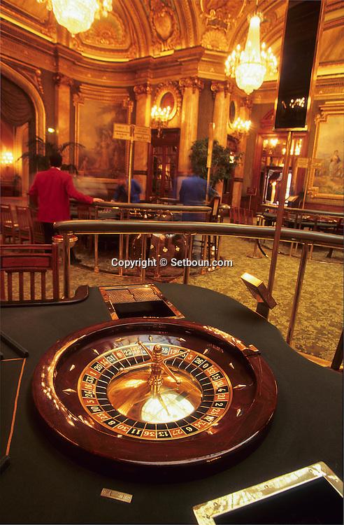 Inside of the casino SBM     Monaco     Casino, le grand salon     Monaco   R20102/    L940119c  /  P103230