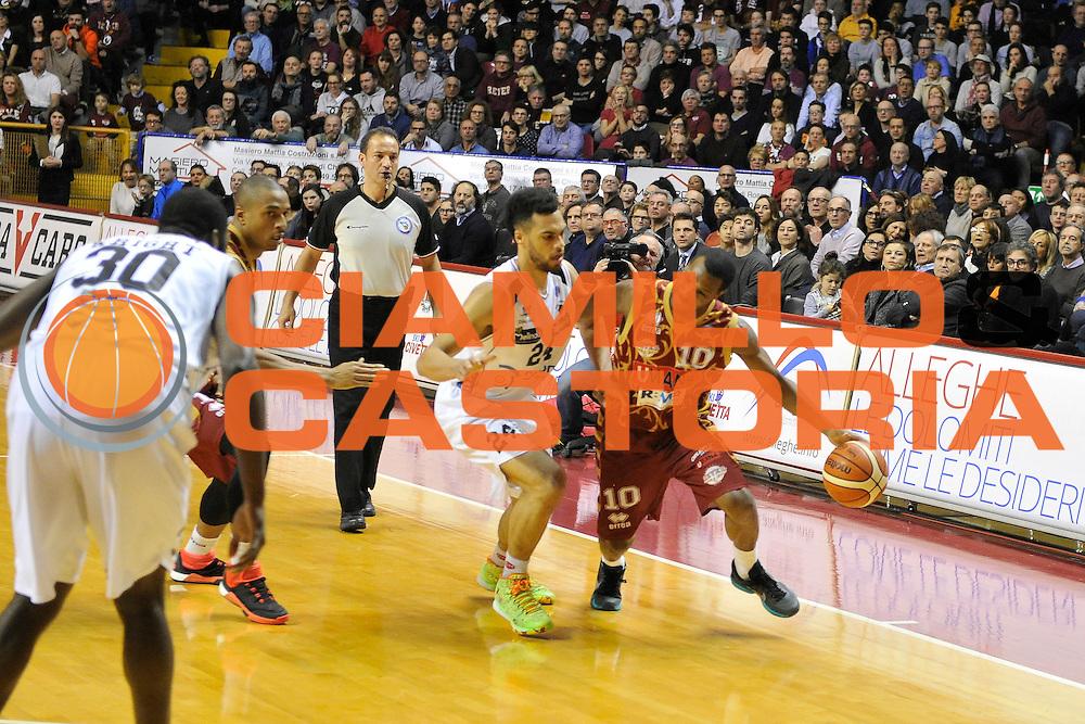 DESCRIZIONE : Venezia Lega A 2015-16 Umana Reyer Venezia - Dolomiti Energia Trentino<br /> GIOCATORE : Mike Green<br /> CATEGORIA : Palleggio<br /> SQUADRA : Umana Reyer Venezia - Dolomiti Energia Trentino<br /> EVENTO : Campionato Lega A 2015-2016 <br /> GARA : Umana Reyer Venezia - Dolomiti Energia Trentino<br /> DATA : 28/12/2015<br /> SPORT : Pallacanestro <br /> AUTORE : Agenzia Ciamillo-Castoria/M.Gregolin<br /> Galleria : Lega Basket A 2015-2016  <br /> Fotonotizia :  Venezia Lega A 2015-16 Umana Reyer Venezia - Dolomiti Energia Trentino