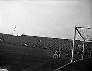 02/09/1959<br /> 09/02/1959<br /> 02 September 1959<br /> Soccer: League of Ireland v Scottish League at Dalymount Park, Dublin.