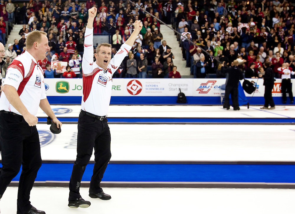 Canadian skip Jeff Stoughton celebrates his victory over Scotland in the gold medal game at the Ford World Men's Curling Championships in Regina, Saskatchewan, April 10, 2011.<br /> AFP PHOTO/Geoff Robins