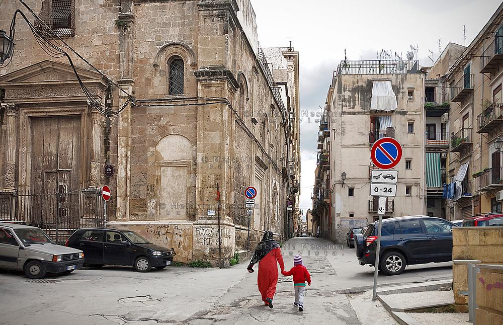 Palermo il paesaggio del centro storico con la crescente presenza dei migranti.<br /> Palermo: the landscape of the old city with a growing presence of migrants