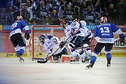 04.01.2015, Helios Arena, Schwenningen, GER, DEL, Schwenninger Wild Wings vs Iserlohn Roosters, 35. Runde, im Bild (l.) Jon Matsumoto (Schwenninger Wild Wings) laesst (r.) Lange Mathias (Goelie Iserlohn Roosters) keine Chance // during Germans DEL Icehockey League 35th round match between Schwenninger Wild Wings and Iserlohn Roosters at the Helios Arena in Schwenningen, Germany on 2015/01/04. EXPA Pictures © 2015, PhotoCredit: EXPA/ Eibner-Pressefoto/ Laegler<br /> <br /> *****ATTENTION - OUT of GER*****