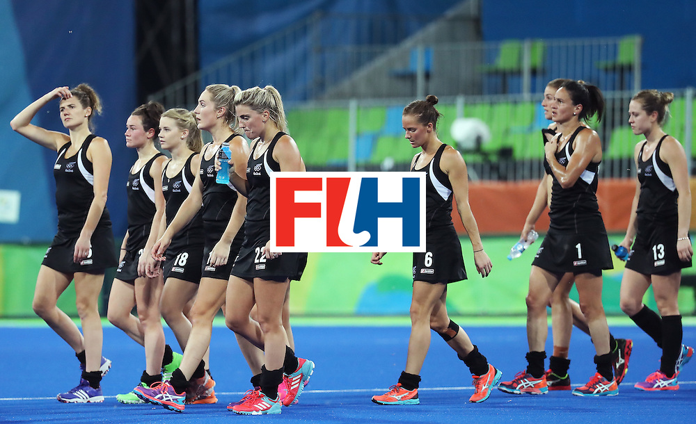 RIO DE JANEIRO, BRAZIL - AUGUST 17:  Players of New Zealand look dejected after losing to Great Britain in the Women's Semifinal match between New Zealand and Great Britain on Day 12 of the Rio 2016 Olympic Games at the Olympic Hockey Centre on August 17, 2016 in Rio de Janeiro, Brazil.  (Photo by Rob Carr/Getty Images)