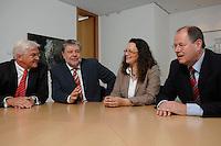 21 MAY 2007, BERLIN/GERMANY:<br /> Frank-Walter Steinmeier, SPD, Bundesaussenminister, Kurt Beck, SPD Parteivorsitzender, Andrea Nahles, MdB, SPD, Vorsitzende des Forums Demokratische Linke 21, Peer Steinbrueck, SPD, Bundesfinanzminister, (v.L.n.R.), vor einem gemeinsamen Gespraech, vor der Vorstellung der drei Kandidaten fuer den Posten des Stellvertretenden Parteivorsitzenden in den SPD-Gremien durch Beck, Buero des Parteivorsitzenden, Willy-Brandt-Haus<br /> IMAGE: 20070521-01-044<br /> KEYWORDS: Peer Steinbrück, Stellvertreter, Gruppe, Gruppenfoto, Gruppenbild, Gespräch