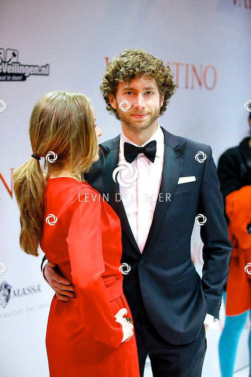 AMSTERDAM - In Tuschinski is de Nederlandse film Valention in premiere gegaan. Diversen bekende Nederlanders kwamen over de rode loper. Met hier op de foto David Lucieer en ???. FOTO LEVIN DEN BOER - PERSFOTO.NU