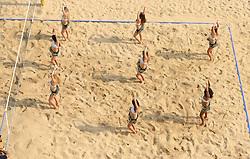 16-07-2014 NED: FIVB Grand Slam Beach Volleybal, Apeldoorn<br /> Poule fase groep A mannen - FIVB Dance girls op het Centercourt Markt Apeldoorn