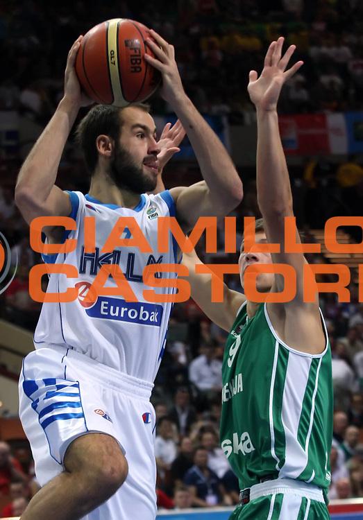 DESCRIZIONE : Katowice Poland Polonia Eurobasket Men 2009 Finale 3 4 posto Final 3rd 4th place Grecia Greece Slovenia<br /> GIOCATORE : Vasileios Spanoulis<br /> SQUADRA : Grecia Greece<br /> EVENTO : Eurobasket Men 2009<br /> GARA : Grecia Greece Slovenia<br /> DATA : 20/09/2009 <br /> CATEGORIA : palleggio<br /> SPORT : Pallacanestro <br /> AUTORE : Agenzia Ciamillo-Castoria/M.Kulbis<br /> Galleria : Eurobasket Men 2009 <br /> Fotonotizia : Katowice  Poland Polonia Eurobasket Men 2009 Finale 3 4 posto Final 3rd 4th place Grecia Greece Slovenia<br /> Predefinita :