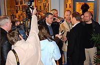 Rosenborg, brakka 181103, Åge Hareide<br /><br />Etter et møte som varte i over 1 ½ time bekreftet Hareide at han fortsatt er trener for Rosenborg.  Han bekrefter at han har fått et skriftlig tilbud, og at forbundet vil få beskjed om hans avgjørelse i ettermiddag.<br /><br />Foto: Carl-Erik Eriksson, Digitalsport