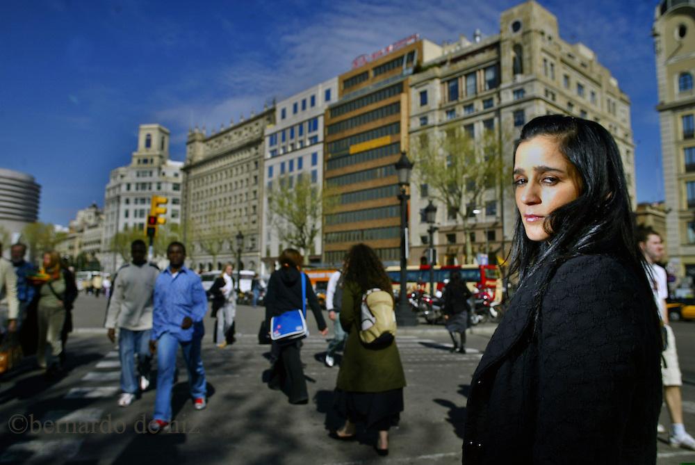 La cantante mexicana, Julieta Venegas, durante una sesion fotogr&aacute;fica por las calles de Barcelona, Espa&ntilde;a<br />
