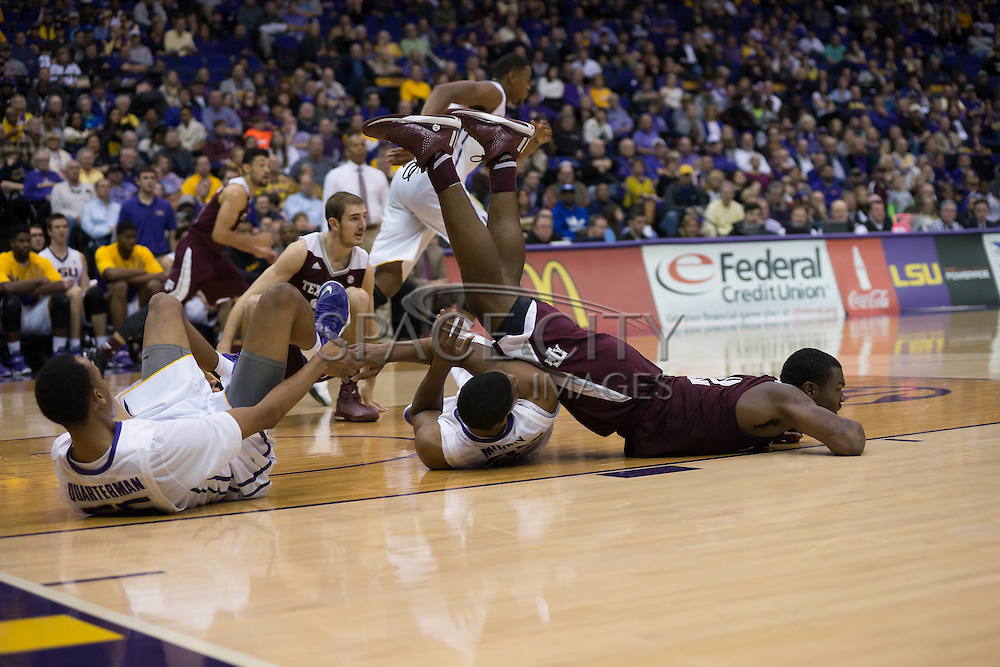 Baton Rouge, Louisiana-Jan 17, 2015.<br /> <br /> Texas A&amp;M Jalen Jones rolls over two LSU defenders going for a loose ball. As Texas A&amp;M defeats LSU 67-64.<br /> <br /> Photo By: J.Hicks/ Space City Images