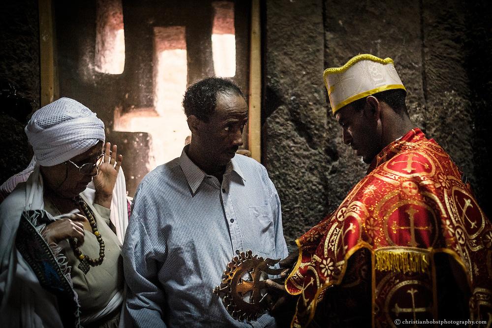 Die Pilger erhoffen sich von der Segnung Heilung an Körper und Geist.