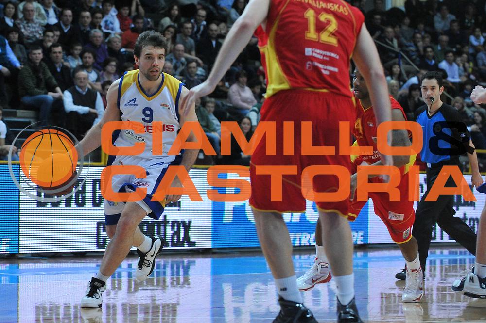 DESCRIZIONE : Verona Lega Basket A2 2010-11 Tezenis Verona Prima Veroli<br /> GIOCATORE : Antonio Porta<br /> SQUADRA : Tezenis Verona Prima Veroli<br /> EVENTO : Campionato Lega A2 2010-2011<br /> GARA : Tezenis Verona Prima Veroli<br /> DATA : 19/03/2011<br /> CATEGORIA : Palleggio<br /> SPORT : Pallacanestro <br /> AUTORE : Agenzia Ciamillo-Castoria/M.Gregolin<br /> Galleria : Lega Basket A2 2010-2011 <br /> Fotonotizia : Verona Lega A2 2010-11 Tezenis Verona Prima Veroli<br /> Predefinita :