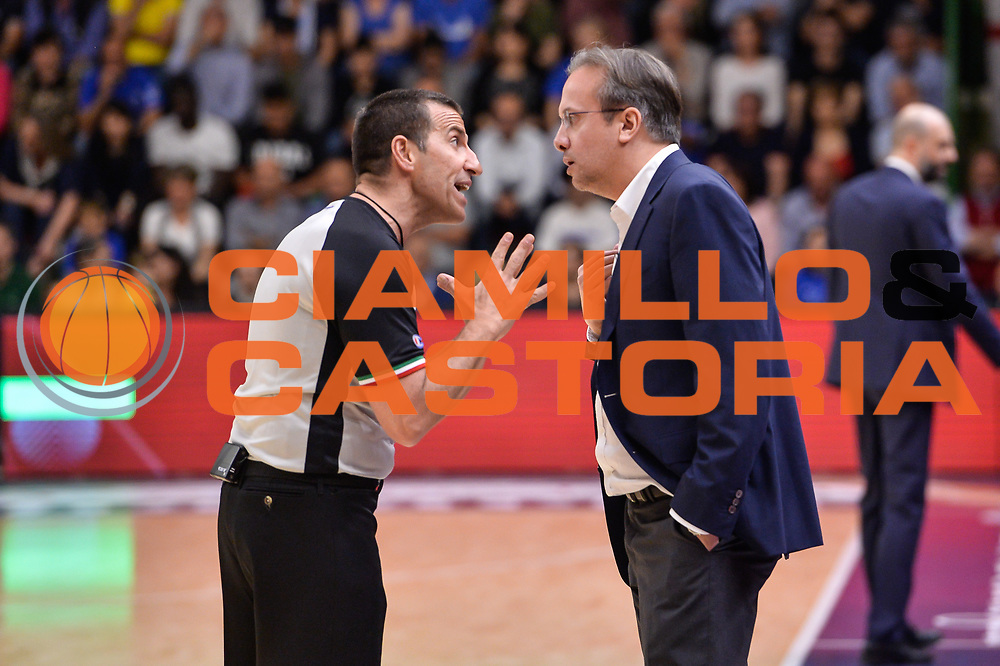 Roberto Begnis, Federico Pasquini<br /> Banco di Sardegna Dinamo Sassari - Dolomiti Energia Aquila Basket Trento<br /> Legabasket Serie A LBA Poste Mobile 2016/2017<br /> Playoff Quarti Gara3<br /> Sassari 16/05/2017<br /> Foto Ciamillo-Castoria