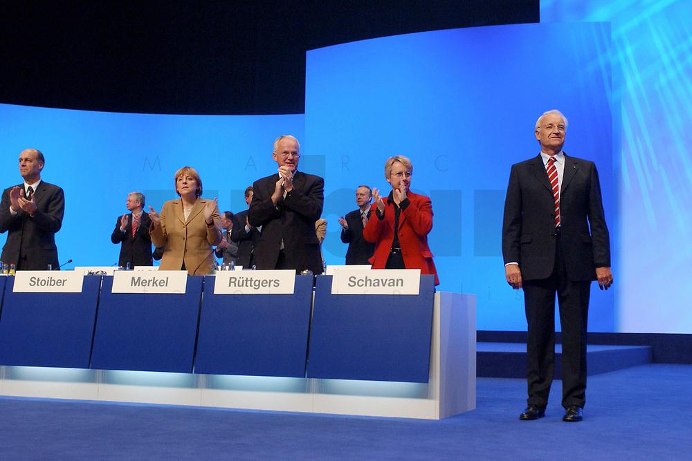 11 NOV 2002, HANNOVER/GERMANY:<br /> Laurenz Meyer, CDU Generalsekretaer, Angela Merkel, CDU Bundesvorsitzende, Juergen Ruettgers, CDU Landesvors. NRW, Annette Schavan, Kultusministerin Baden-Wuerttemb., applaudieren Edmund Stoiber, CSU, Ministerpraesident Bayern, nach dessen Rede, (vordere Reihe, v.L.n.R.), CDU Bundesparteitag, Hannover Messe<br /> IMAGE: 20021111-01-172<br /> KEYWORDS: Parteitag, party congress, Applaus, J&uuml;rgen R&uuml;ttgers