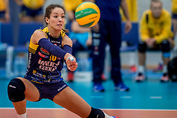 07-11-2016 NED: CEV CL Sliedrecht Sport - Imoco Volley Conegliano, Sliedrecht<br /> In een volgepakt Sporthal De Basis speelt Sliedrecht de derde wedstrijd in de Champions League / Monica de Gennaro #10 of Imoco Volley Conegliano