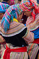 Vietnam. Haut Tonkin. Region de Bac Ha. Marché montagnard de Can Cau. Ethnie Hmong fleur. // Vietnam. North Vietnam. Bac Ha area. Flower Hmong ethnic group at Can Cau market.