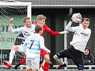 FODBOLD: Mikkel Bruhn (FC Helsingør) griber bolden foran Kasper Jensen (Nykøbing FC) under kampen i NordicBet Ligaen mellem FC Helsingør og Nykøbing FC den 12. marts 2017 på Helsingør Stadion. Foto: Claus Birch