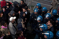 Roma 6 Dicembre 2010.Manifestazione dei  lavoratori precari e attivisti dei movimenti per il diritto all'abitare, per il reddito e la tutela dei beni comuni,sotto la sede  della Regione Lazio per chiedere risposte politiche sull'occupazione, il reddito, contro i tagli alla sanità e ai servizi..La polizia  li sgombera.Rome December 6, 2010.Manifestation  of temporary workers and activists of the movement for the right to housing, income, and for the protection of common goods, under the seat of the Lazio Region to ask for policy responses on employment, income, and against cuts to health services ..