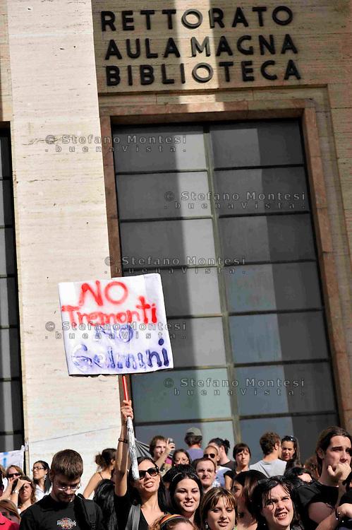 Roma 21 Ottobre 2008.Manifestazione degli studenti universitari contro la riforma Gelmini.Rome 21 October 2008 .Demonstration against the reform Gelmini of university students..