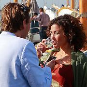 NLD/Muiden/20110523 - Uitreiking CosmoQueenaward 2011 aan Katja Romer - Schuurman drinkt een glaasje wijn