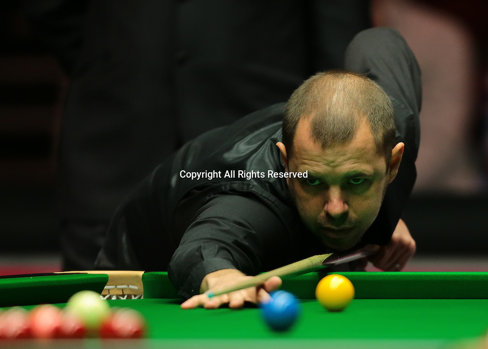 16.01.2016.  Alexandra Palace, London, England. Masters Snooker. Semi Finals. Barry Hawkins dominates the first frame