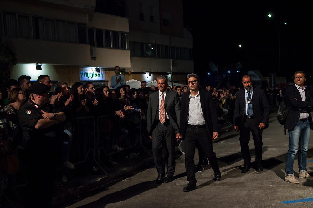 PIF arriva in via D'Amelio per la diretta RAI in occasione del 25° anniversario della strage di Capaci.
