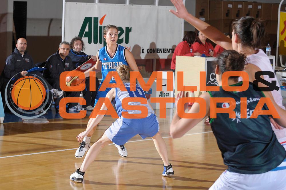 DESCRIZIONE : Caorle Amichevole Under 20 Italia Treviso<br /> GIOCATORE : Elena Bandini<br /> SQUADRA : Nazionale Italia Donne Under 20<br /> EVENTO : Amichevole Italia Under 20 Treviso<br /> GARA : Italia U20 Treviso<br /> DATA : 17/02/2009<br /> CATEGORIA : Palleggio<br /> SPORT : Pallacanestro<br /> AUTORE : Agenzia Ciamillo-Castoria/M.Gregolin