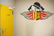 Mannheim. 14.07.17 | Vorstellung des weiteren Vorgehens Feuerwache Nord<br /> Vorstellung des weiteren Vorgehens Feuerwache Nord<br /> Dass die &uuml;ber vierzig Jahre alte Feuerwache Nord baulich und funktional an ihre Grenzen angelangt und stark sanierungsbed&uuml;rftig ist, ist bekannt. Verschiedene Gutachten belegen dies. Die Mitarbeiter vor Ort sind seit 2015 provisorisch in Containern untergebracht. Eine Ausschreibung zur Generalsanierung und Erweiterung aus dem letzten Jahr musste aufgehoben werden, da kein passendes Angebot eingegangen war.<br /> Wie es nun mit der Feuerwache Nord weitergehen soll, erl&auml;utern Oberb&uuml;rgermeister Dr. Peter Kurz und Erster B&uuml;rgermeister und Feuerwehrdezernent Christian Specht gemeinsam mit Vertretern der Feuerwehr<br /> <br /> <br /> BILD- ID 0034 |<br /> Bild: Markus Prosswitz 14JUL17 / masterpress (Bild ist honorarpflichtig - No Model Release!)
