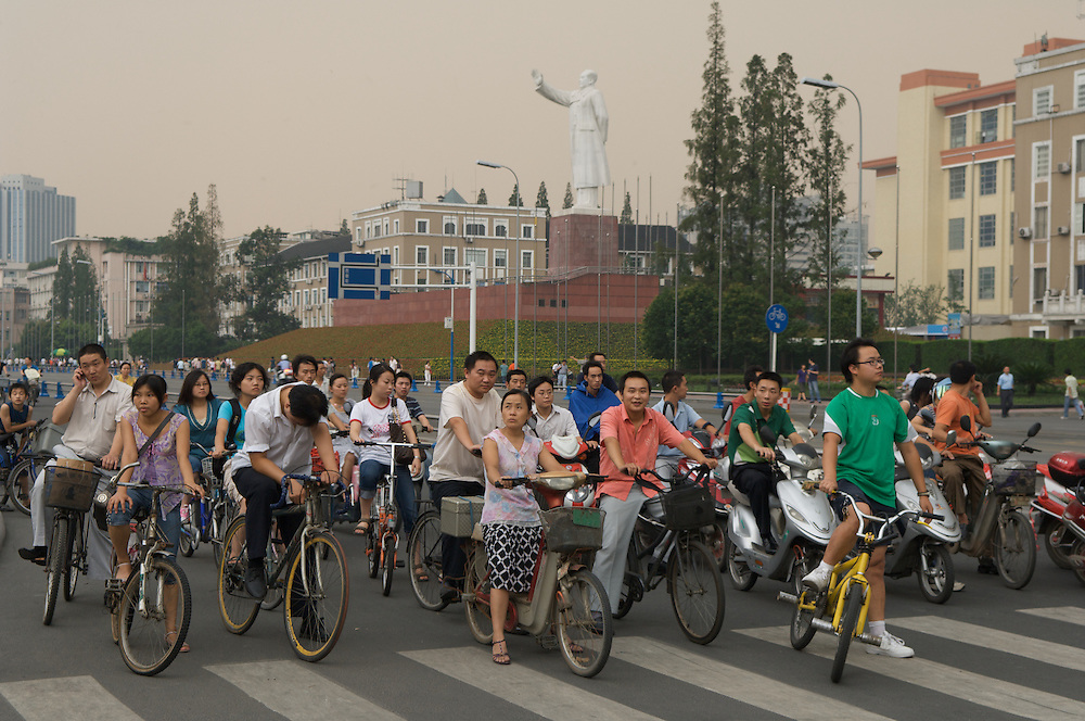 Satue of Chairman Mao Tse Tung presides over modern city life in Chengdu, capital of Sichuan Province, China
