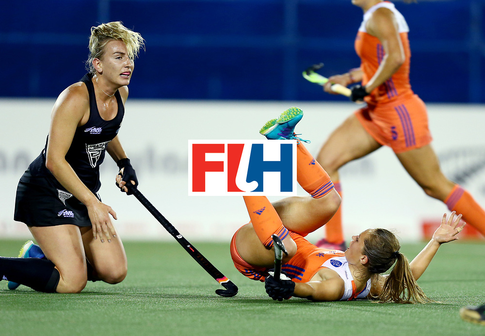 New Zealand, Auckland - 17/11/17  <br /> Sentinel Homes Women&rsquo;s Hockey World League Final<br /> Harbour Hockey Stadium<br /> Copyrigth: Worldsportpics, Rodrigo Jaramillo<br /> Match ID: 10292 - NED vs NZL<br /> Photo: (10) JONKER Kelly crash against (16) THOMPSON Liz