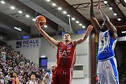 DESCRIZIONE : Beko Legabasket Serie A 2015- 2016 Dinamo Banco di Sardegna Sassari - Olimpia EA7 Emporio Armani Milano<br /> GIOCATORE : Andrea Cinciarini<br /> CATEGORIA : Tiro Penetrazione Sottomano<br /> SQUADRA : Olimpia EA7 Emporio Armani Milano<br /> EVENTO : Beko Legabasket Serie A 2015-2016<br /> GARA : Dinamo Banco di Sardegna Sassari - Olimpia EA7 Emporio Armani Milano<br /> DATA : 04/05/2016<br /> SPORT : Pallacanestro <br /> AUTORE : Agenzia Ciamillo-Castoria/C.AtzoriCastoria/C.Atzori