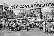 Nederland, The Netherlands, Nijmegen 16-7-198516e zomerfeesten . Onlosmakelijk met de vierdaagse, 4daagse, zijn in Nijmegen de vierdaagse feesten, de zomerfeesten. Opgezet door het acb, actief comite binnenstad, in 1969 voor de eerste keer . De vierdaagsefeesten zijn het grootste evenement van Nederland en verbonden met de wandelvierdaagse. Ze beginnen al op zaterdag . Foto: Flip Franssen
