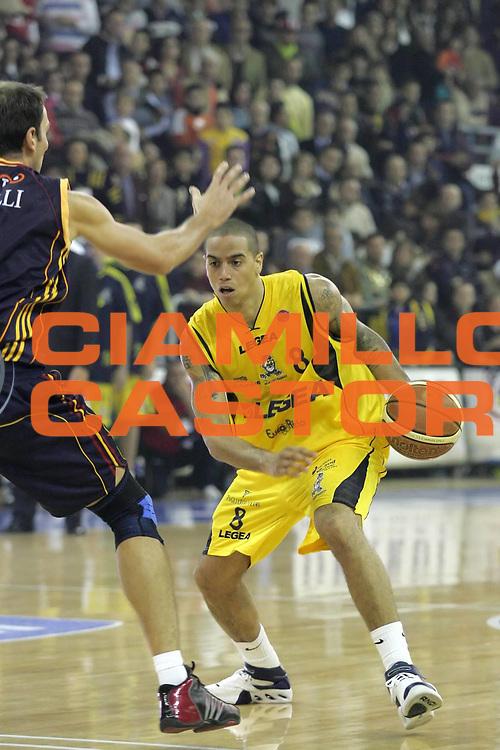 DESCRIZIONE : Scafati Lega A1 2006-07 Legea Scafati Lottomatica Virtus Roma  <br /> GIOCATORE : Apodaca<br /> SQUADRA : Legea Scafati   <br /> EVENTO : Campionato Lega A1 2006-2007 <br /> GARA : Legea Scafati Lottomatica Virtus Roma  <br /> DATA : 03/12/2006 <br /> CATEGORIA : Palleggio<br /> SPORT : Pallacanestro <br /> AUTORE : Agenzia Ciamillo-Castoria/A.De Lise <br /> Galleria : Lega Basket A1 2006-2007 <br /> Fotonotizia : Scafati Campionato Italiano Lega A1 2006-2007 Legea Scafati Lottomatica Virtus Roma <br /> Predefinita :