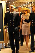 Doop ms Nieuw Amsterdam in Venetie<br /> <br /> Hare Koninklijke Hoogheid prinses Máxima doopt op zondag 4 juli 2010 in Venetië het cruiseschip ms Nieuw Amsterdam van de Holland America Line. Het schip is de tweede in de Signature-klasse. De Nieuw Amsterdam, die plaats biedt aan 2.106 passagiers, wordt gebouwd door de scheepsbouwer Fincantieri-Cantieri Navali Italiani S.p.A. in Marghera, Italië. <br /> <br /> op de foto:<br /> <br />  Rondtocht over de boot